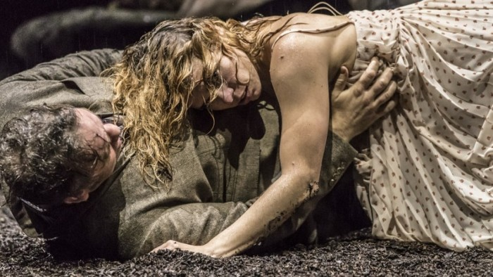 Brendan-Cowell-and-Billie-Piper-in-Yerma-at-the-Young-Vic.-Photo-by-Johan-Persson-848x478.jpg